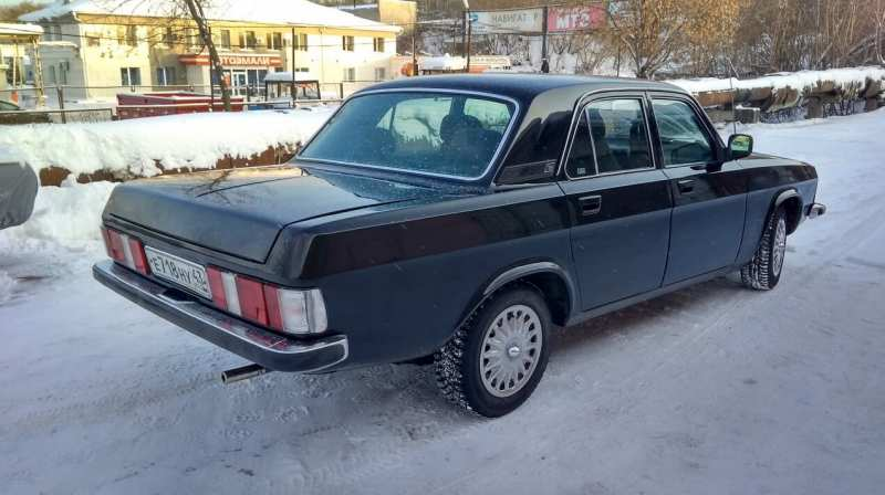 GAZ-3102 car photo
